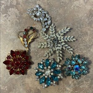 6 Vintage Pins/brooches